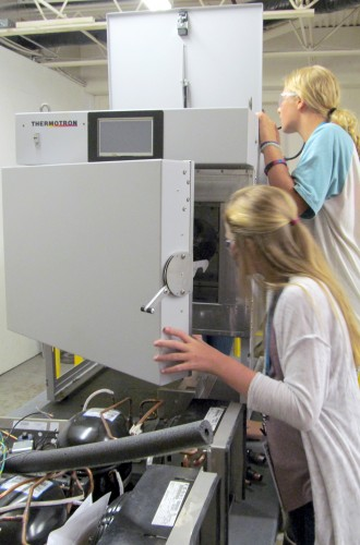 iChallengeUth Students Examining a Thermotron Benchtop Chamber